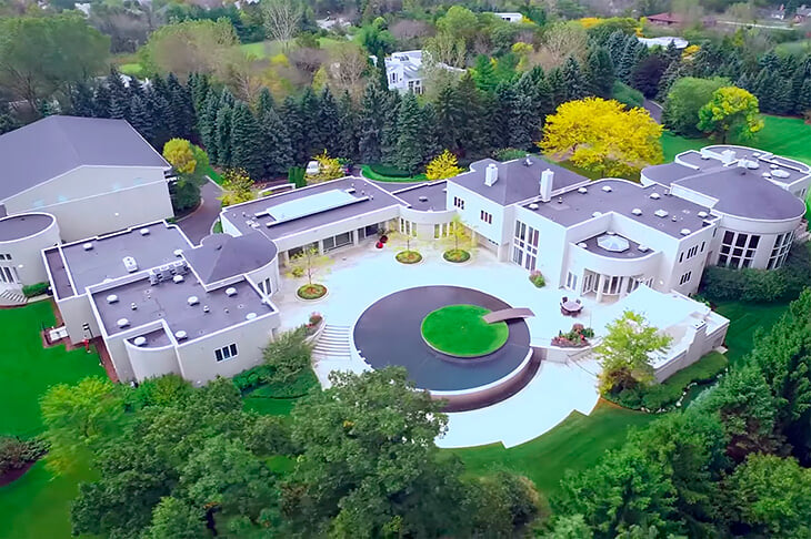 Майкл Джордан предоставил свой особняк для клипа Трэвиса Скотта. Посмотрим, что там дома у величайшего?