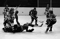 Хоккейный чемпионат, в котором играли всего два клуба. 20 лет подряд