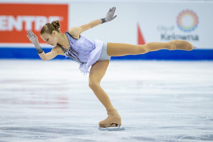 Трусова, как и Щербакова, меняет платье на льду