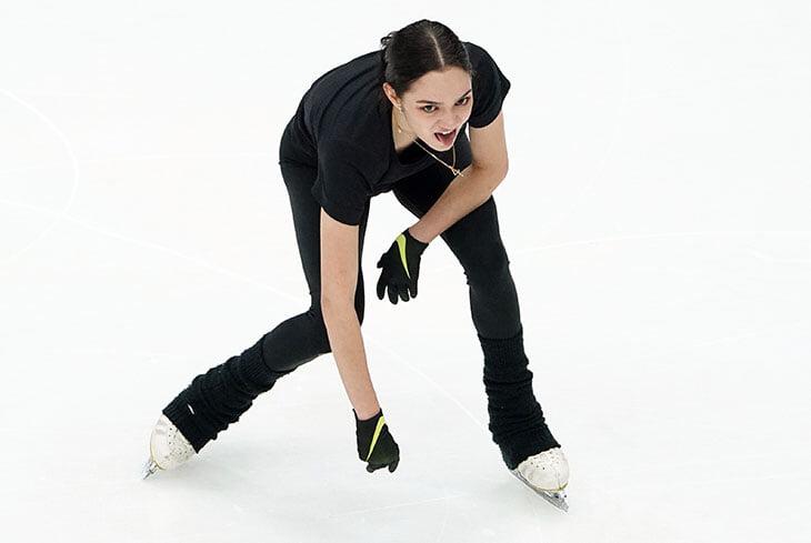 «Меня вдохновляет мой тренер». Первая победа Медведевой на ЧМ, когда Тарасова назвала ее великой