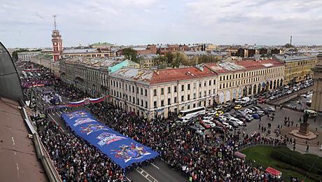 Огромная толпа на чемпионском параде СКА. Это красиво