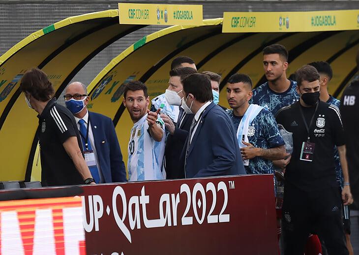 Хаос в Бразилии: полиция остановила матч, чтобы депортировать 4 игроков Аргентины за обман и игнор карантина
