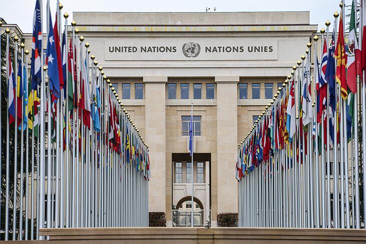 Метание карликов не выдумка Скорсезе, а реальный барный спорт. С ним борются 35 лет, споры дошли до ООН