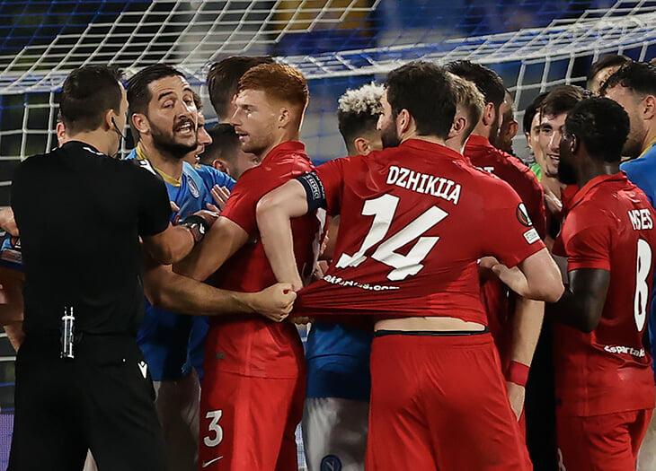 Сложное судейство в матче «Спартака»: отмененный пенальти, красная Рую, возможное удаление Понсе