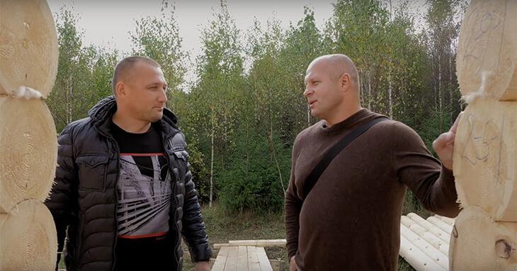 Федор Емельяненко показал гостевой дом и рассказал о лояльности гаишников