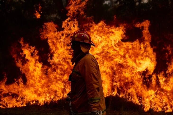 На Australian Open обрушились все стихии: пожары, грязный воздух, 43 мм осадков за день и даже земля