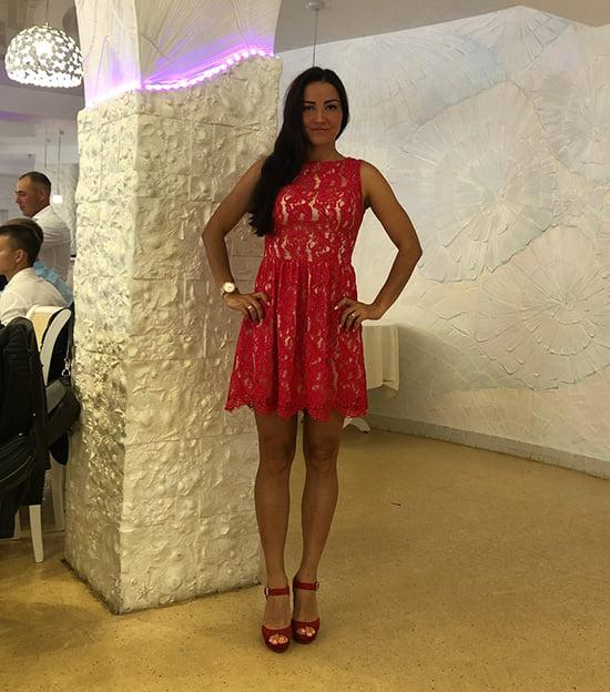Биатлонистки в вечерних платьях: Домрачева – в коротком, Коукалова – в красном, у Вирер – со стразами