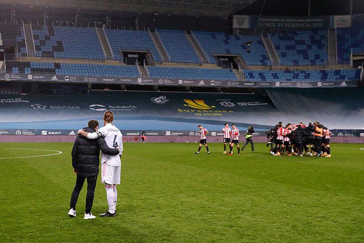 Так выглядит максимальное уважение: тренер «Атлетика» утешает Рамоса сразу после победы