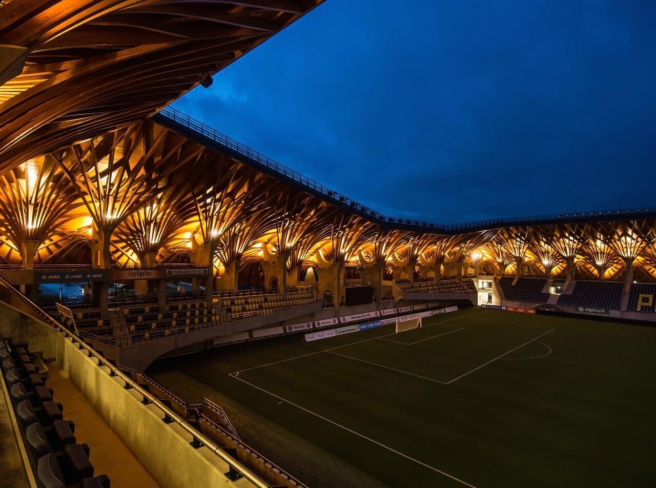 Я увидел самый волшебный стадион Европы – в Венгрии. Премьер-министр построил в 50 метрах от дома детства, и его обвинили в коррупции