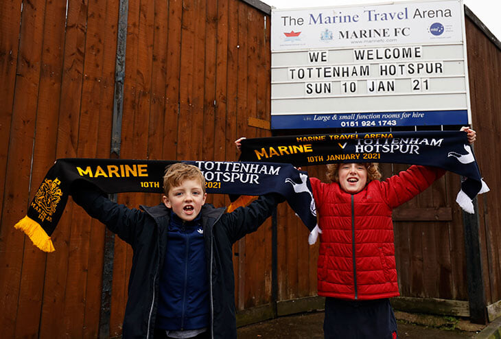 В Кубке Англии – чудеса! Клуб 8-й лиги дает «Тоттенхэму» бар вместо раздевалки, против Моуринью – тренер с железной дороги