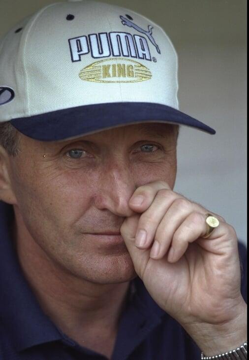 До «МЮ» Кантона год играл в «Лидсе» – и тоже стал чемпионом. Воскресил карьеру, затмил тренера – и тот от него избавился