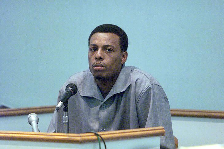 20 лет назад Пол Пирс получил 11 ножевых ранений. Едва не умер, погрузился в паранойю, испугался на суде, но таки стал Истиной