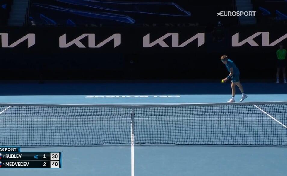 Медведев против Рублева в четвертьфинале Australian Open. Первый сет за Даниилом. Онлайн