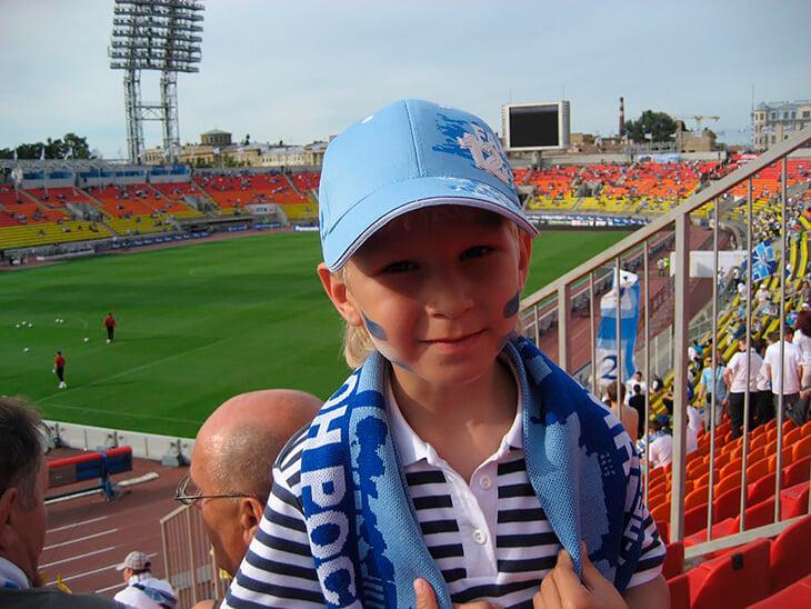 Игрок «Зенита», который с 4 лет на «Вираже» и поет гимн на скамейке