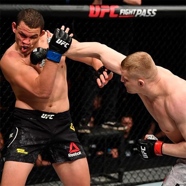 Прекрасный вечер UFC в Питере: 6 досрочных побед и чудеса защиты от Махачева