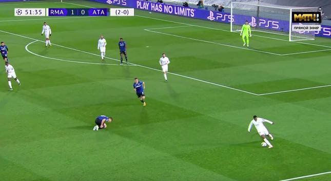 15 секунд из жизни Винисиуса: отобрал мяч, пробежал все поле, обыграл троих, но не реализовал выход один на один