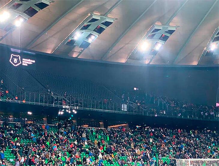 Фанаты ушли с матчей РПЛ. Финиш первой части сезона запомнят по фото пустых трибун