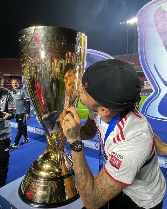 Алвес взял 41-й трофей в карьере – теперь с «Сан-Паулу». Дани зовут в сборную и в 38