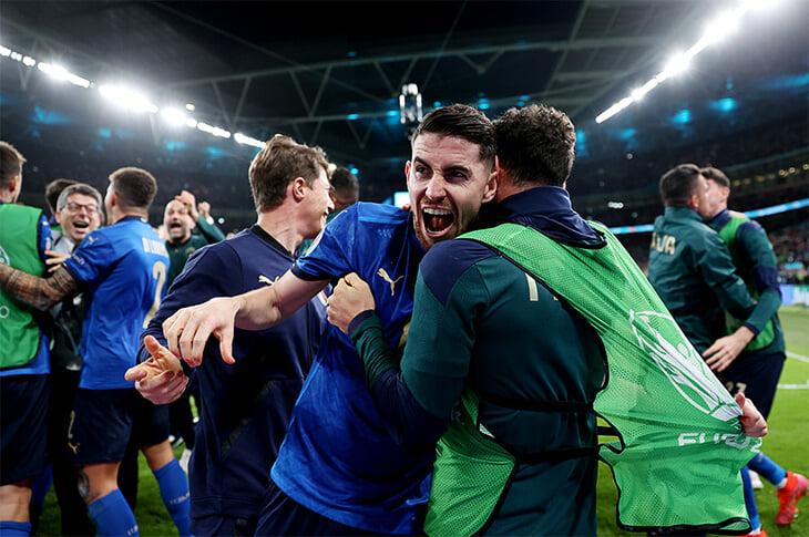 Грандиозное счастье Италии –и сборной, и страны. Здесь кричат все