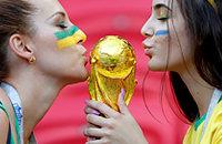 ФИФА просит реже показывать красивых девушек в трансляциях. Зачем?