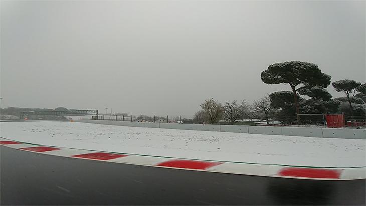 В «Формуле-1» срываются тесты. Из-за снега
