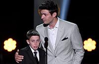 Самый эмоциональный момент церемонии награждения НХЛ: сюрприз для мальчика, у которого умерла мама