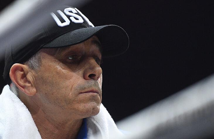 Усика к бою против Джошуа готовит Анатолий Ломаченко. Он помог ему стать олимпийским и абсолютным чемпионом мира