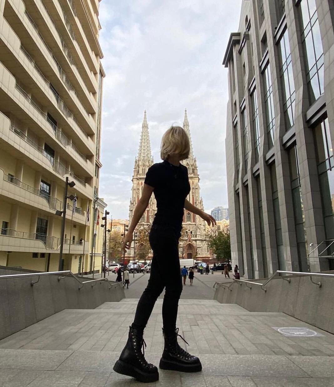 «Из-за мишуры чуть не вырезали мою семью». Мудрое интервью Анны Чакветадзе – кайфует с мужем и дочкой, ненавидит показную роскошь