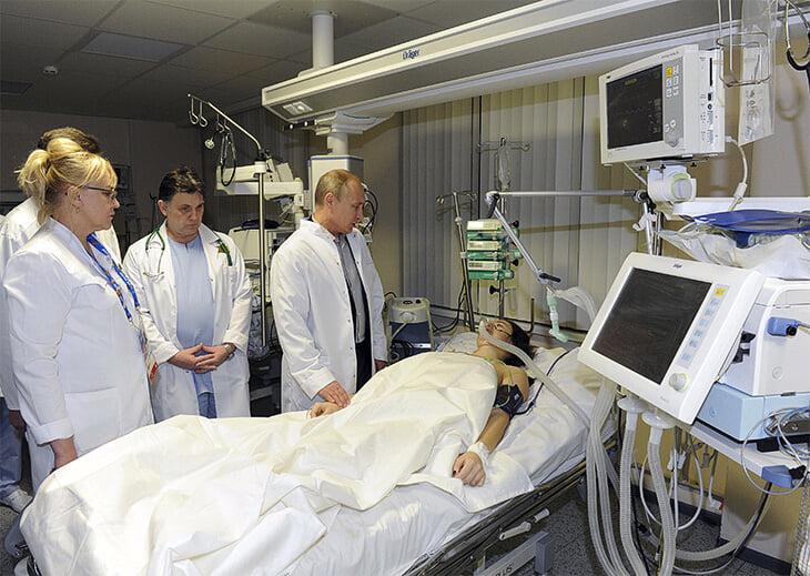 Помните Марию Комиссарову, сломавшую позвоночник в Сочи? Она родила двоих, судится с врачом и верит, что встанет на ноги