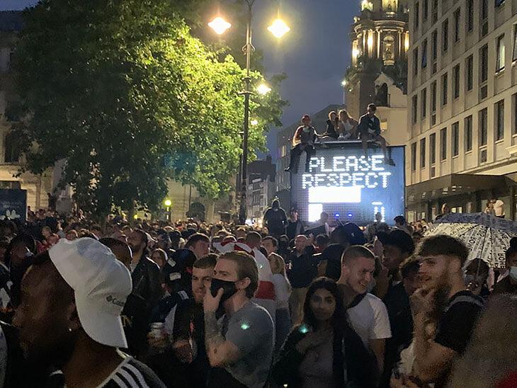 «Снова было так близко!..» Лондон ликовал весь день –и мгновенно затих после удара Сака