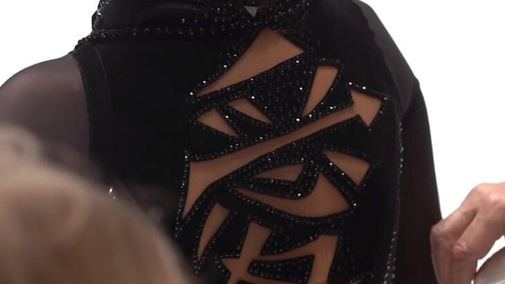 Экстремальные платья Туктамышевой в новом сезоне: почти невидимое белое и черный корсет с иероглифом и прозрачной юбкой