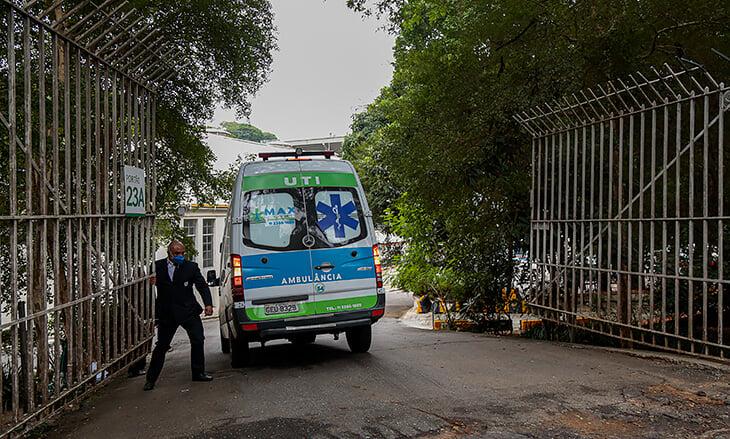 Стадионы по всему миру превращают в полевые госпитали. А в ЮАР – в камеру для нарушителей самоизоляции