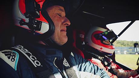 Знаменитого гонщика растрогали до слез способности сына