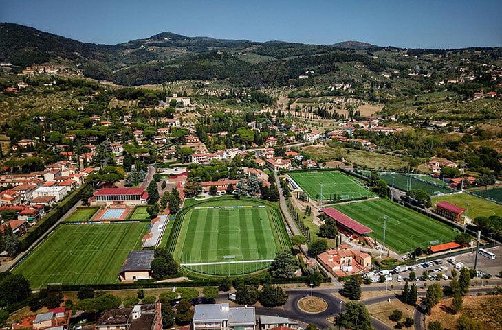 Коверчано – легендарная школа тренеров. В теории поступить может любой итальянец, но иногда не хватает даже сотни матчей в Серии А