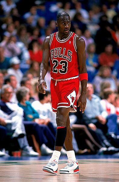 Майкл Джордан носил ооооочень большие штаны, потому что комплексовал из-за ног