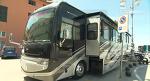 Ричи Порт ночует в специальном командном автобусе Sky