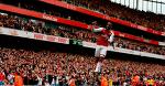 Александр Ляказетт празднует свой второй забитый гол за «Арсенал»