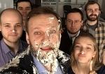 В Москве в Навального бросили торты