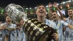 Лионель Месси (Аргентина) выиграл Кубок Америки-2021. Эмоции Месси с трофеем после победного финала с Бразилией