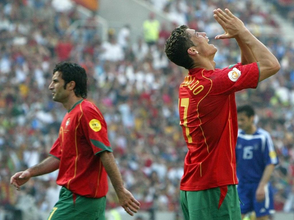 Португалия - Греция финал Евро-2004. Луиш Фигу и Криштиану Роналду