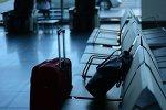 Пассажирам московских аэропортов разрешили лежать на полу и мыться в туалетах