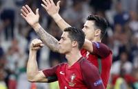 Португалия по пенальти прошла Польшу