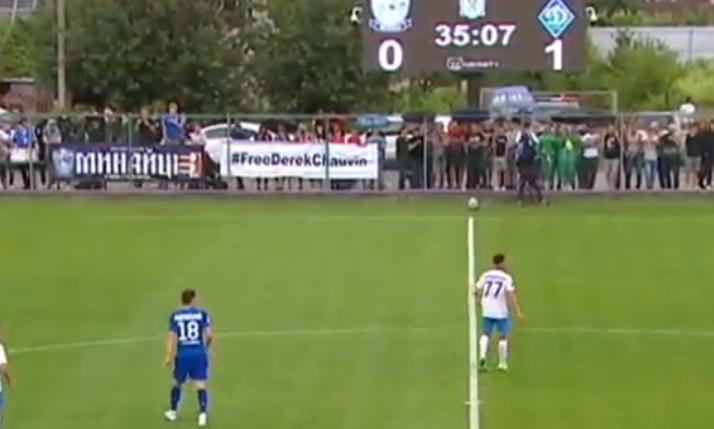 На матче 'Минай' – 'Динамо' вывесили баннер в поддержку полицейского, который убил Флойда: фото