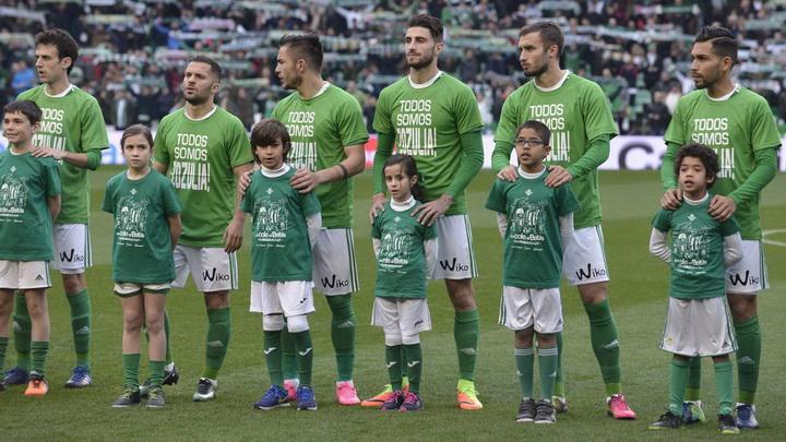 Игроки Бетиса вышли на матч Примеры в футболках с поддержкой Зозули